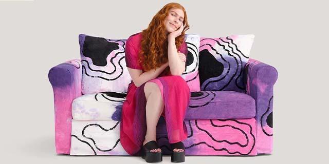 Love seats, i divani Pride di Ikea sono molto originali e… quello bisex inquietante!