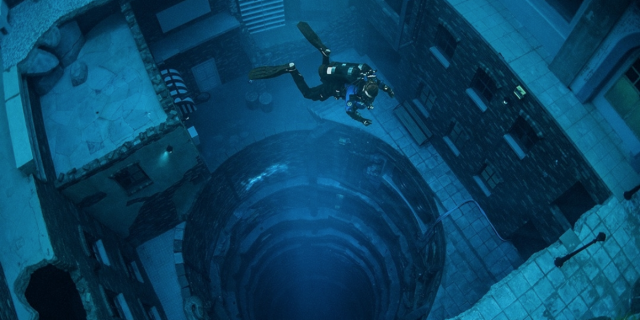 Questa è la piscina più profonda del mondo e fa impressione
