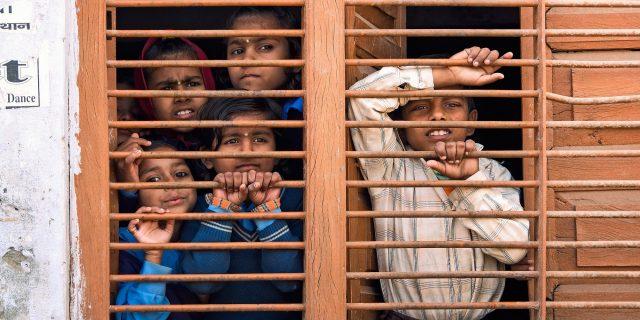 Il pericoloso destino che rischiano le migliaia di bambini resi orfani dal Covid