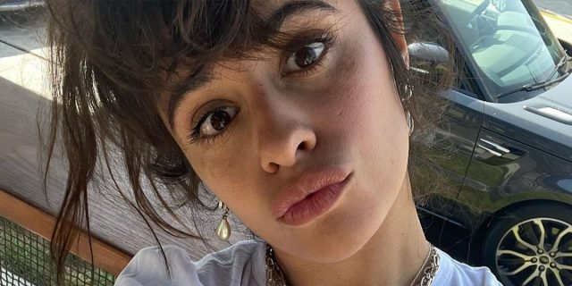 """""""Siamo umane e va bene così"""": la lezione di body positivity di Camila Cabello"""