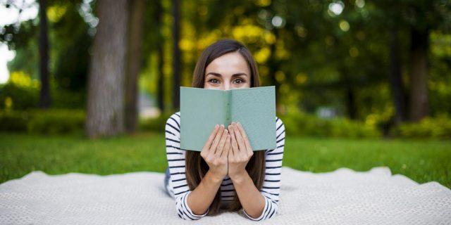 Book-toker: chi sono gli influencer che fanno vendere libri sui social