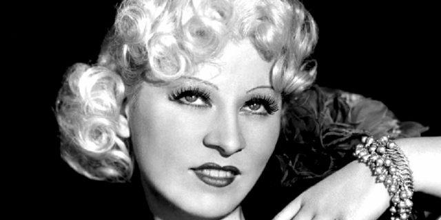 Perché Mae West è stata molto di più di un sex symbol