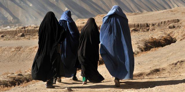 """Afghanistan, i talebani vietano lo sport alle donne: """"Non è necessario"""""""