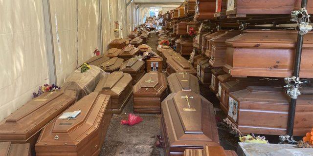 Bare accatastate senza sepoltura: l'orrore nel post-denuncia di Selvaggia Lucarelli