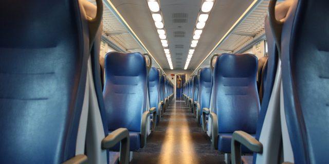 """Cassazione, masturbarsi in treno non è reato: """"Basta che non ci siano minori"""""""