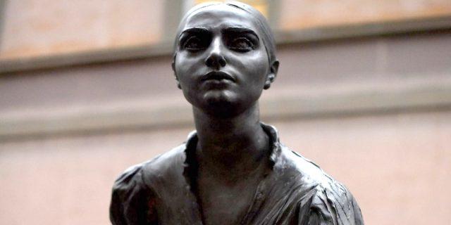 A Milano la prima statua dedicata a una donna