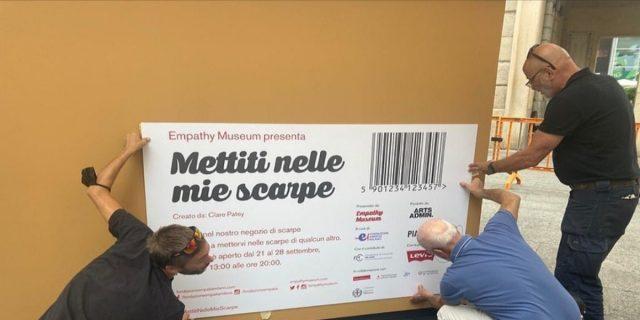 """""""Mettiti nelle mie scarpe"""": a Milano ora puoi 'provare' la vita di 21 persone"""