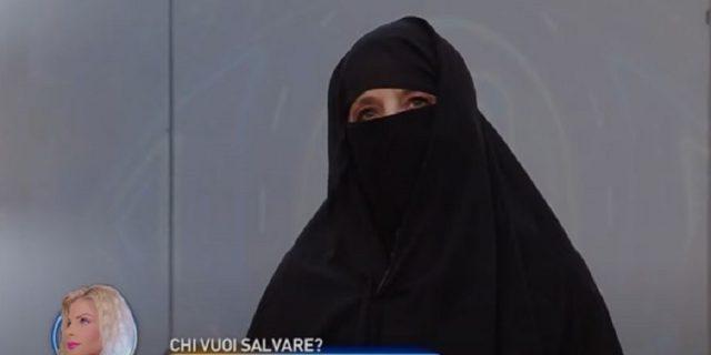 """Gf Vip, Jo Squillo indossa il niqab per """"solidarietà"""", ma sul web è polemica"""