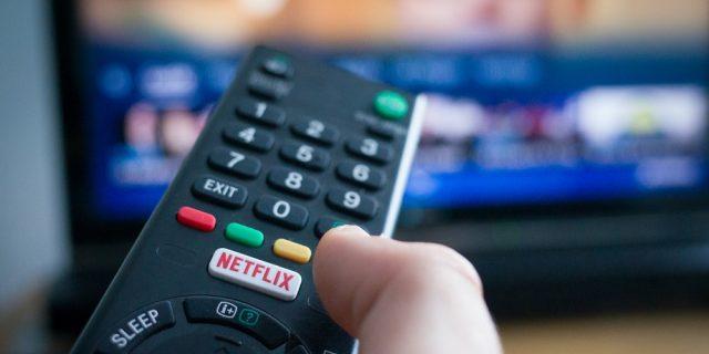Netflix aumenta i prezzi: due abbonamenti su tre costano di più