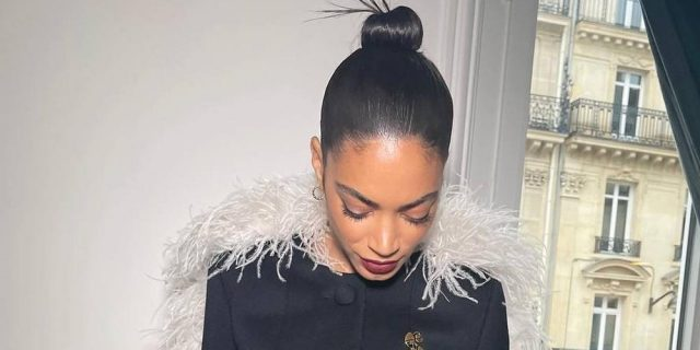 Elodie alla Fashion Week di Parigi come un angelo total black
