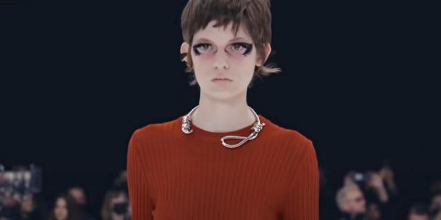 Givenchy presenta una collana a forma di cappio: è polemica