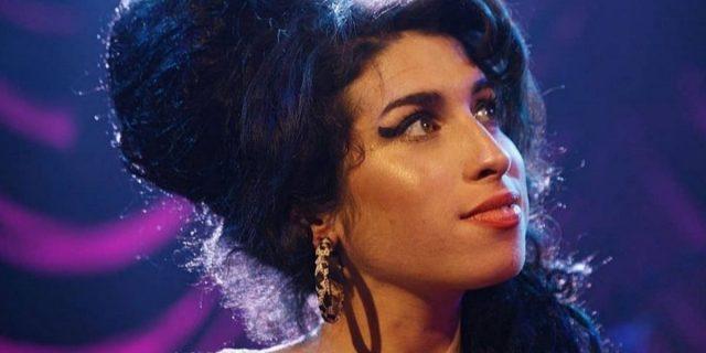 Amy Winehouse, gli abiti all'asta a 10 anni dalla morte