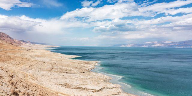 Spencer Tunick e duecento persone nude per non far morire il Mar Morto
