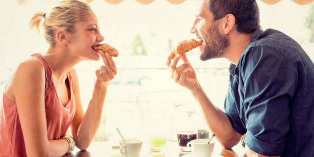 Le donne sono più romantiche…dopo aver mangiato