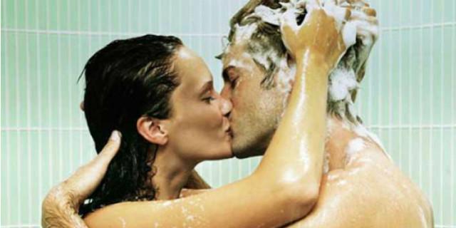 sesso sotto la doccia