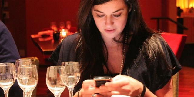 cena-primo-appuntamento-smartphone