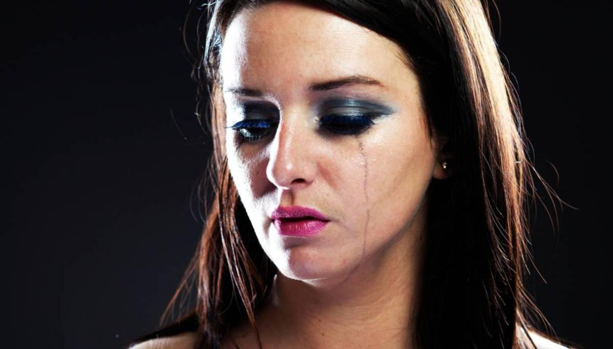 """Dacrifilia: """"Per eccitarmi voglio vederti piangere"""""""