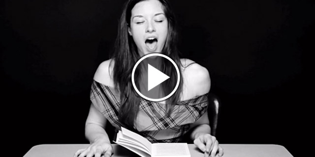 12 video per 12 donne che leggono... fino all'orgasmo! In diretta.