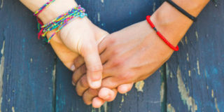 come ti tiene la mano rivela cosa prova per te