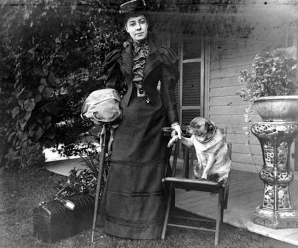 La storia di Alice Austen, la prima fotografa che immortalò l'amore tra donne