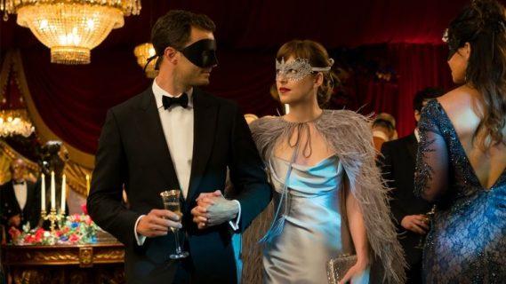 """50 Sfumature di Rosso: tutti i dettagli dell'abito da sposa della """"signora Grey"""""""