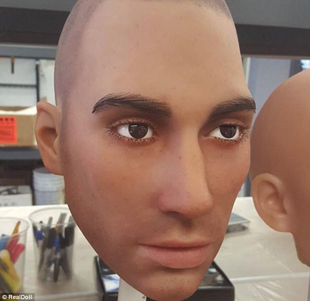 """Arriva il """"bambolo gonfiabile"""" super realistico e dotato di """"personalità"""""""