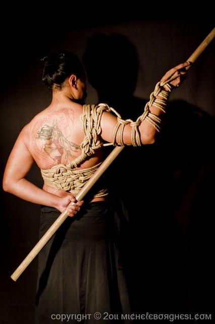 Cosa accade in un incontro di Shibari, l'arte giapponese della legatura erotica