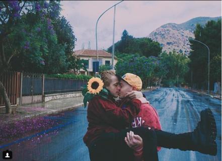 I ragazzi che si amano di Paolo Raeli: 12 immagini di gioventù innamorata