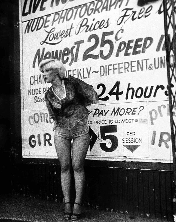 150 anni di prostituzione in mostra in 21 immagini