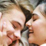 Coccole: ecco le ragioni per cui fanno bene dopo il sesso