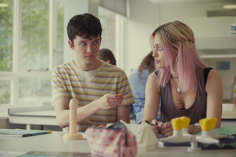 """Asa Butterfield e Emma Mackey, chi sono Otis e Maeve che fanno """"Sex Education"""""""