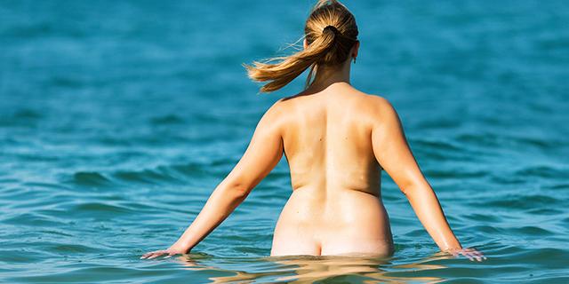 Nudismo: le 15 spiagge più belle per chi ama prendere il sole nudo