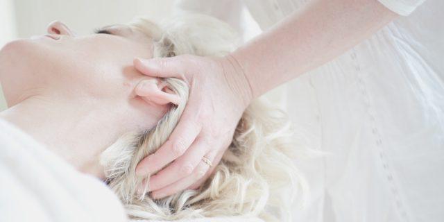 Massaggio yoni, le origini e i benefici del massaggio vaginale