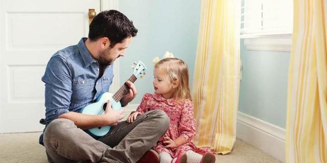 Il rapporto tra padre e la figlia bambina