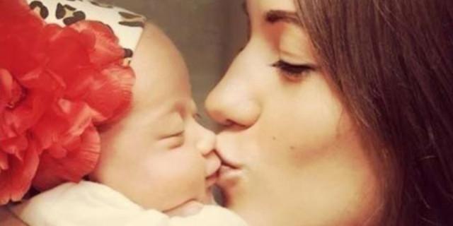 Baciare i Bambini sulla Bocca confonderebbe la loro Sessualità. Ecco Perché