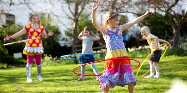 10 Giochi che Facevamo e che Dovremmo Insegnare ai Bambini