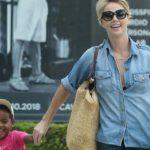 """Charlize Theron: """"Noi, mamme adottive non siamo meno madri delle altre"""""""