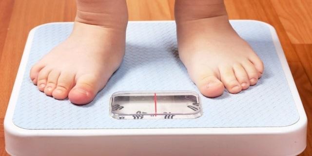 I bambini nati con il parto cesareo rischiano l'obesità. Ecco perché