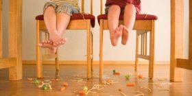 """Il pediatra avverte: """"Basta ossessione pulizia! Se cade me lo mangio. Il problema non è il pavimento ma…"""""""