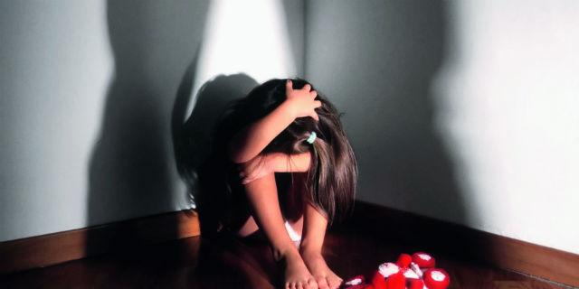 Abusi sui bambini: quali sono i segnali d'allarme da non sottovalutare