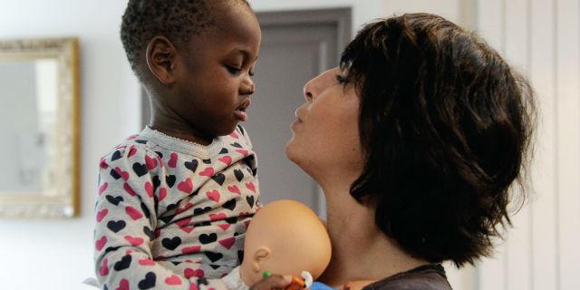 Adottare un bambino: 4 storie che raccontano l'Odissea delle adozioni