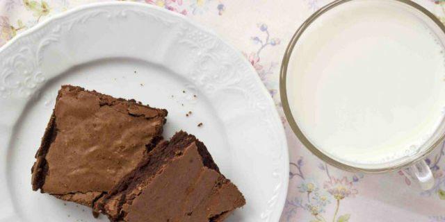 Prepara i biscotti per la scuola con il latte materno: le reazioni del web