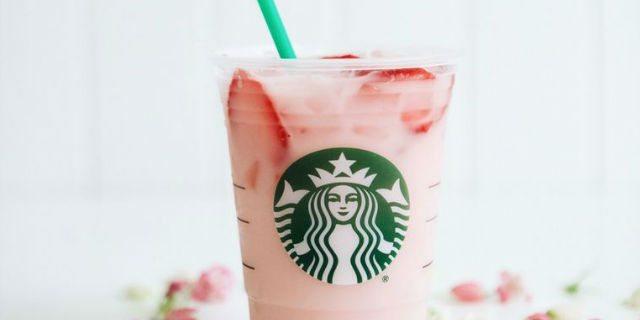 La nuova bevanda rosa di Starbucks aumenta la produzione di latte materno (parola di mamma!)