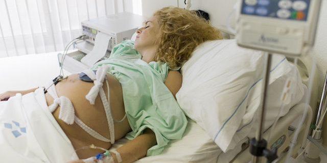 5 Storie di violenza ostetrica: una donna su 5 maltrattata durante il parto