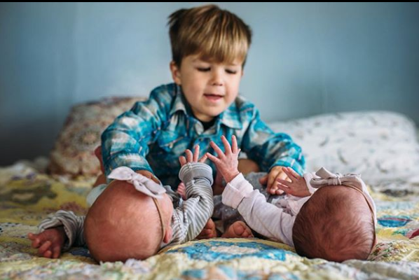 """""""Perché dovremmo condividere tutte le foto del nostro corpo dopo il parto"""""""