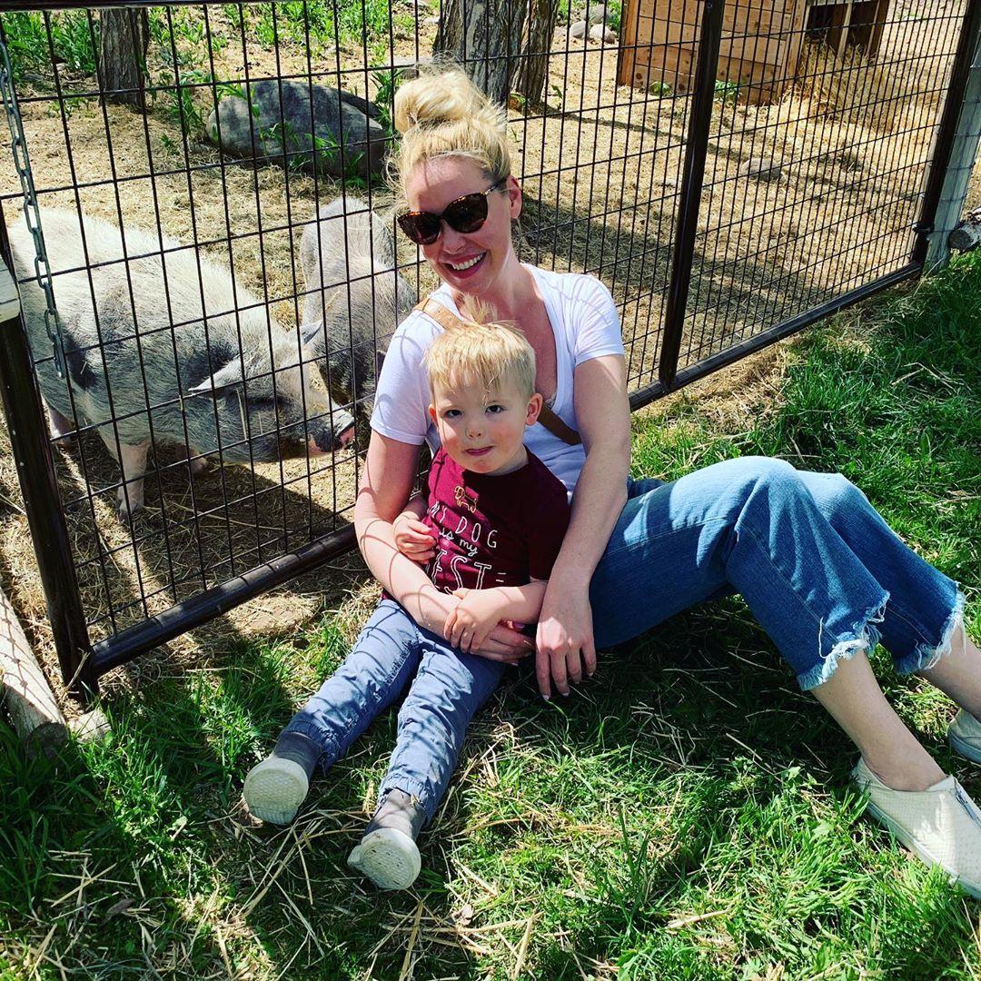 """Katherine Heigl, due figlie adottate e uno naturale: """"Meglio l'adozione"""""""