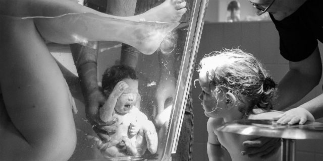 """""""Per favore non censurate questa foto"""": perché questa immagine di parto è stata rimossa dai social"""