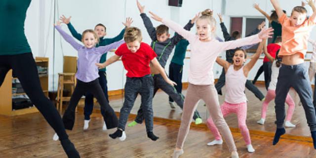 Cos'è la baby dance e perché fa bene ai bambini (e alle mamme!)