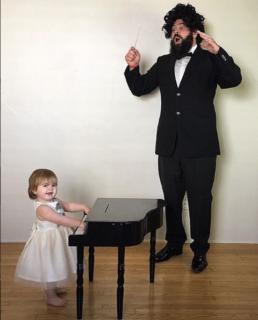 I travestimenti pazzi di Zoe e del suo papà che fanno impazzire il web