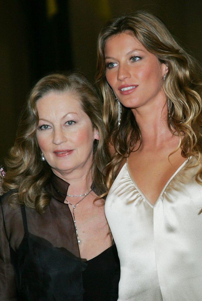 25 celebrità che assomigliano in modo impressionante alle loro mamme